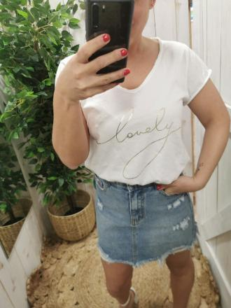 CAMISETA LOVELY - Ver os detalles do produto